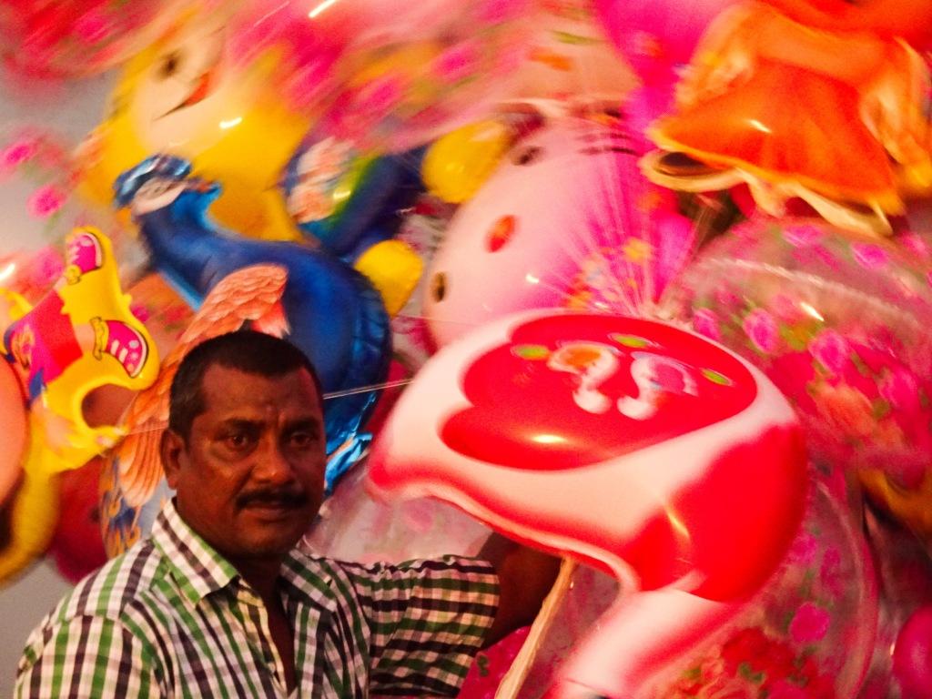 Balloon seller at Kadamakkudy